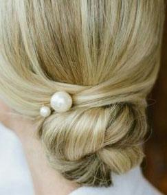 Cómo Usar Perlas para Personalizar el Cabello